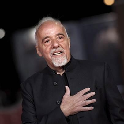 A entrevista, Paulo Coelho, George R. R. Marti...