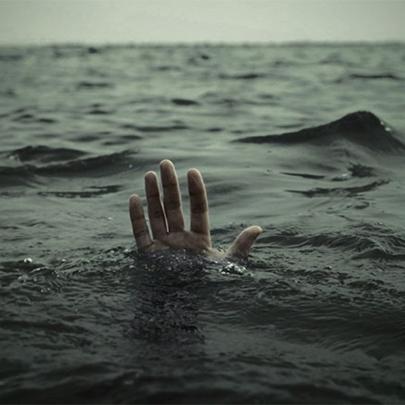 Jovem ficou 43 minutos se afogando e sobrevive...