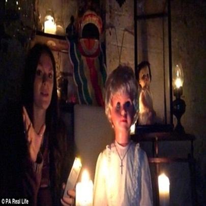 Vídeo de boneca demoníaca seria capaz de pro...