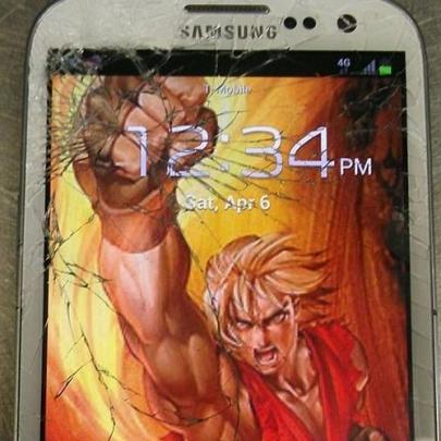 Telas quebradas do celular viram arte!
