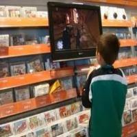 Dono de loja de jogos critica os pais que comp...