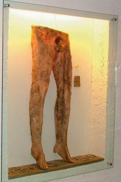 Nábrok - A calça necromântica feita de pele...