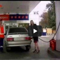 Mulher no posto de gasolina FAIL